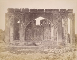 Close of the main façade of the Gagan Mahal, Bijapur, showing the great arch 10031806